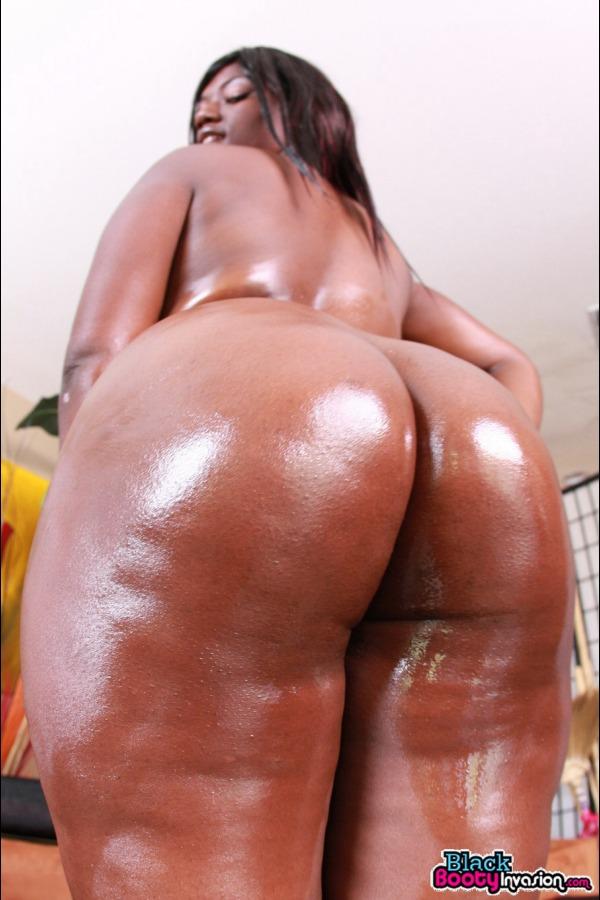Big black booty gets another cumshot 10